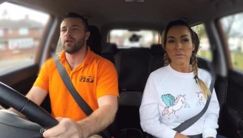 Инструктор по вождению трахает ученицу